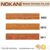 Коричневой керамической плитки пола зерна из дерева для дизайн интерьера