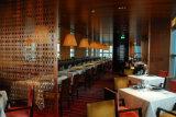 Novo modelo de Casamento Hotel mesa de jantar de vidro definido Withchairs