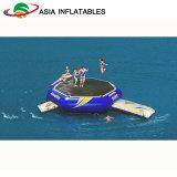 La sosta su ordinazione dell'acqua gioca il trampolino e la trasparenza per l'adulto ed i capretti