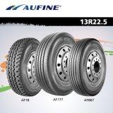 11r22.5、12r22.5、295/80r22.5、315/80r22.5のトラックのタイヤ