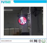 Insegna luminosa/via che fa pubblicità allo schermo rotondo dello schermo