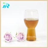 Design único copo de cerveja bebendo uma caneca