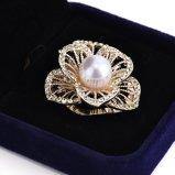 Perlen-Stereoblumen-Schal-Faltenbildung