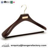 Aplique uma camada de madeira de nogueira luxo personalizado Suit Hanger com Barra de Travamento