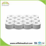 医学の白いカラー酸化亜鉛は運動テープを紐で縛るジグザグ形を遊ばす
