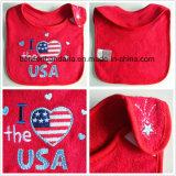 Borduurde het Aangepaste Embleem van de Fabriek van China Opbrengst Rood Katoen Terry Baby Bib