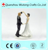 Primeros decorativos de la torta de la decoración de la boda de la resina de la estatuilla de novia y del novio