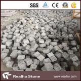 卸し売りトラの皮の赤い花こう岩の敷石または立方体の石か玉石の石