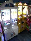 Regalo della macchina di divertimento della gru dei giocattoli dei capretti/macchina premiata del gioco