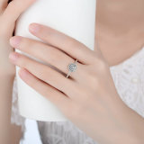 Anello di barretta radiante d'argento del fiore di figura rotonda