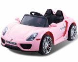 Paseo plástico de los cabritos baratos en el juguete del coche