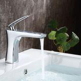 Flg Soild Brass Deck Montado Esfera Misturador de água de vaidade do banheiro