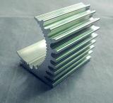 Radiatore di alluminio del macchinario di CNC in una figura speciale con un prezzo competitivo