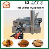 機械ポテトチップのフライヤーを揚げているガス暖房の揚げられていた鶏