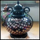 Lanterna di tempesta di vetro della candela con la maniglia del metallo