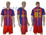 カスタムスポーツ・ウェア100%Polyesterの青年サッカーのジャージおよびユニフォーム