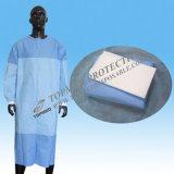 編まれた袖口が付いている使い捨て可能なSMSによって補強される手術衣