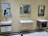 Gabinete de banheiro vermelho clássico de Brown da madeira contínua