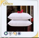 Cuscino del collo dell'hotel con l'oca giù o coperchio del materiale da otturazione e del cotone della piuma