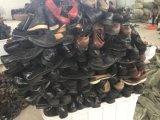 Un grado utiliza zapatos exportados a África