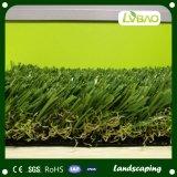 人工的な草を美化している美化のための自然な一見の人工的な草