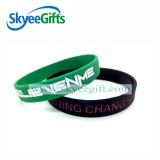 Wristbands su ordinazione del silicone con il marchio riempito colore di Debossed