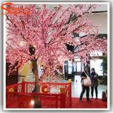Árvore artificial cor-de-rosa decorativa ao ar livre ou interna da flor de cereja