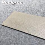 """tegola di cemento armato 12 """" X24 """" per le mattonelle di pavimento esterne della costruzione dell'ente completo approssimativo esterno delle mattonelle"""