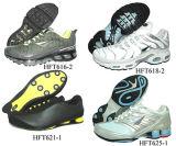 При работающем двигателе обувь---спортивную обувь