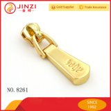 Custom Control deslizante de cremallera de metal dorado extractor con Logo grabado en el bolso para accesorios