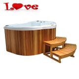 En el interior de la familia amante de la bañera de hidromasaje o bañera de hidromasaje