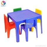 任意選択現代方法子供の表および椅子を着色しなさい