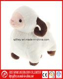 Jouet de peluche de gosses d'agneau