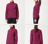 女性はSportwearの羊毛との外の摩耗の冬Hoodieのファスナーを締める