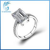 Bijou blanc de boucle d'argent de diamant de Moissanite coupé par émeraude de 3 carats