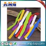 Tipo Wristband del botón del deporte RFID del silicón MIFARE 1K