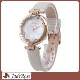 O vestido impermeável clássico de couro da senhora relógio das mulheres presta atenção ao relógio de pulso nobre das meninas do ouro da forma