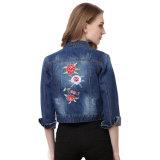 Het blauwe Jasje van de Jeans van het Borduurwerk van het Denim Achter Mini voor Dames