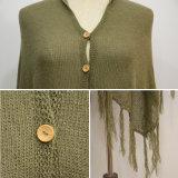 フリンジのヘムが付いている女性ボタンのCaridiganのポンチョのセーター