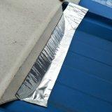 屋根のひびで使用される自己接着瀝青の防水テープ