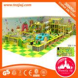 Castillo travieso del nuevo patio de interior de los niños