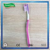 Toothbrush dos adultos ascendentes frescos da cerda de Du Pont com raspador de lingüeta