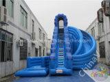 아이들을%s 수영풀을%s 가진 파란 거대한 팽창식 물 미끄럼