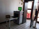 Professionnels de l'aéroport de rayons X des bagages de la machine à rayons X du scanner