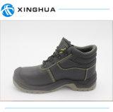 Кожа работы в ботинках безопасности