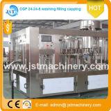 El llenado de agua maquinaria de producción profesional