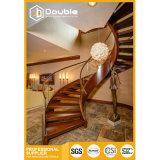 Escalera de madera de lujo del arco de la escala con el pasamano de cristal, comercio de la escalera