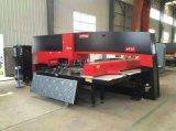 Máquina de perfuração da torreta do CNC da maquinaria da qualidade superior de China com o motor de Japão Panasonic