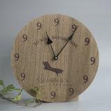 Reloj de pared de madera de la competencia con el diseño de hoja
