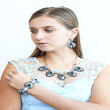 De nieuwe Halsband van de Oorring van de Juwelen van de Manier van het Punt van de Parel van de Stenen van het Kristal van het Ontwerp Vastgestelde
